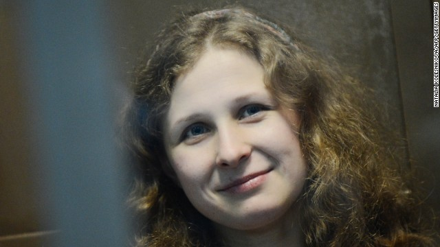Corte de Rusia niega la libertad condicional a integrante de Pussy Riot